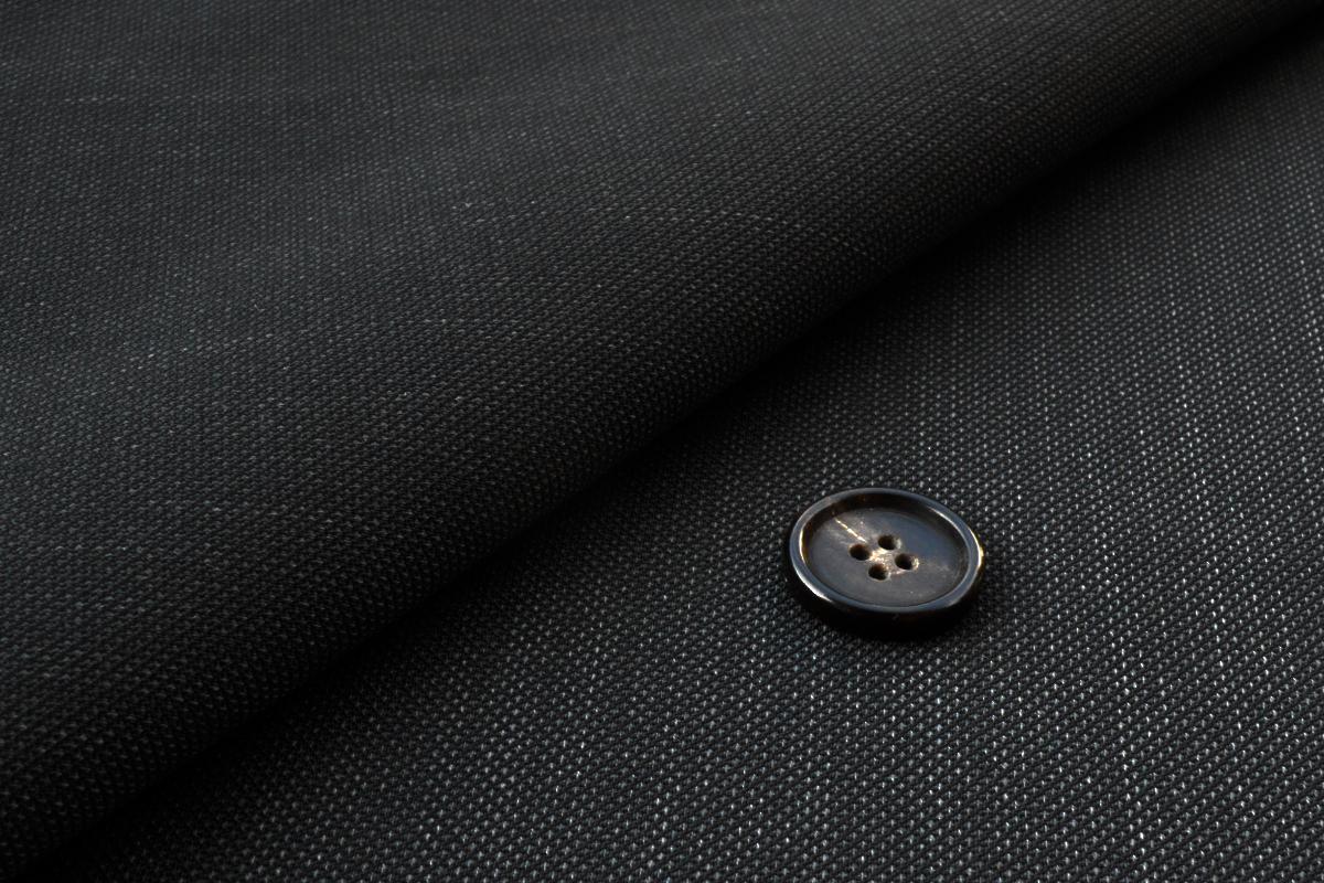 [オーダースーツ]無地のスーツで魅せる着こなし