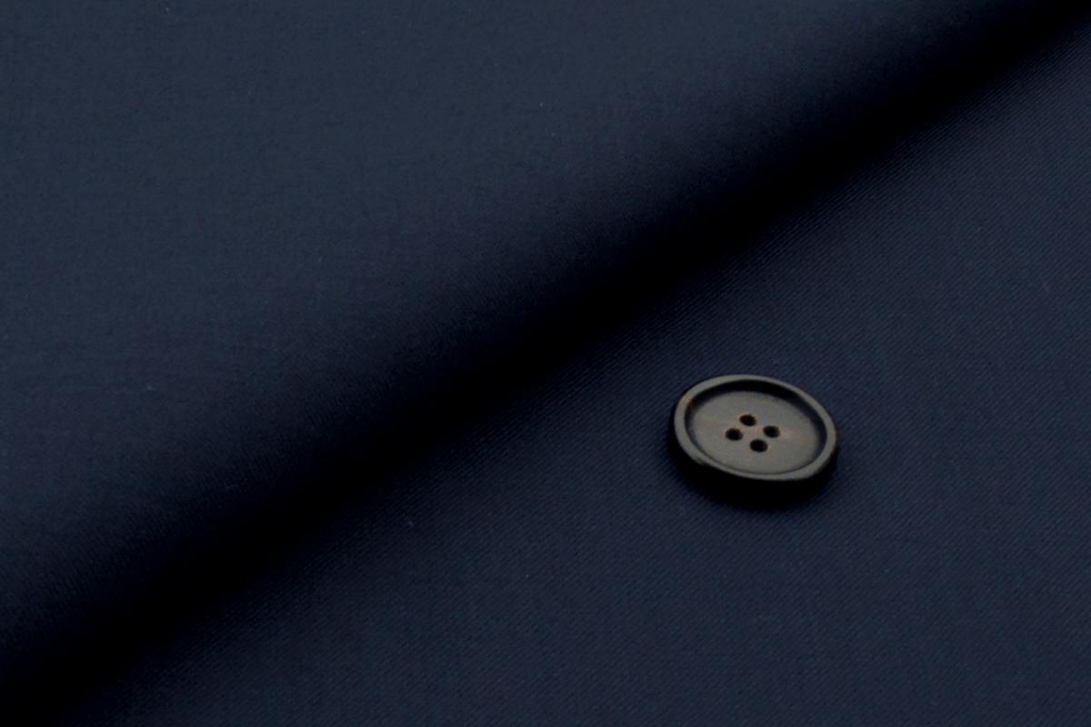 [オーダーレディーススーツ スカートセット]イタリアの老舗ブランドの自信作・肌ざわり抜群のなめらか生地