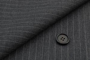 [オーダーレディーススーツ スカートセット]細かなピンストライプ柄で、よりスマートな雰囲気に!