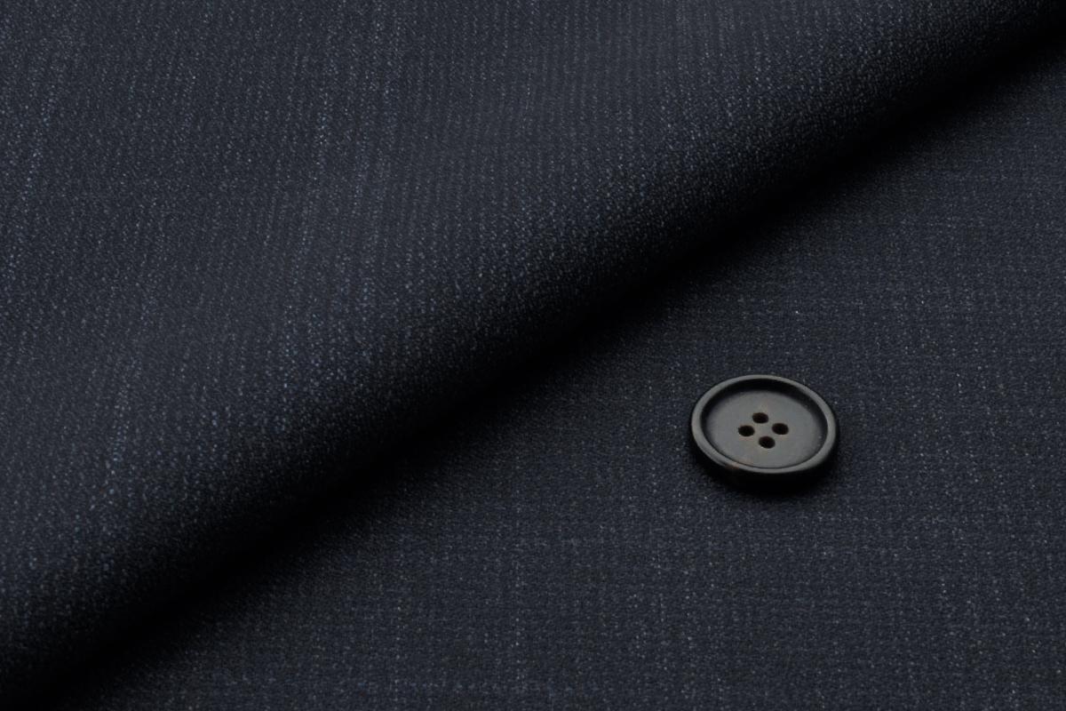 [オーダースーツ]ほんのりチェック柄で、洗練された雰囲気が引き立つ!