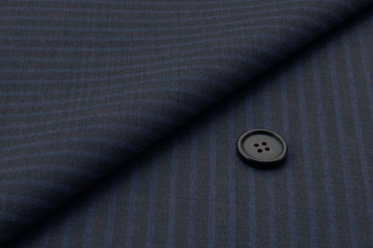 [オーダーレディーススーツ スカートセット]存在感のある柄で、あなたらしさをアピール