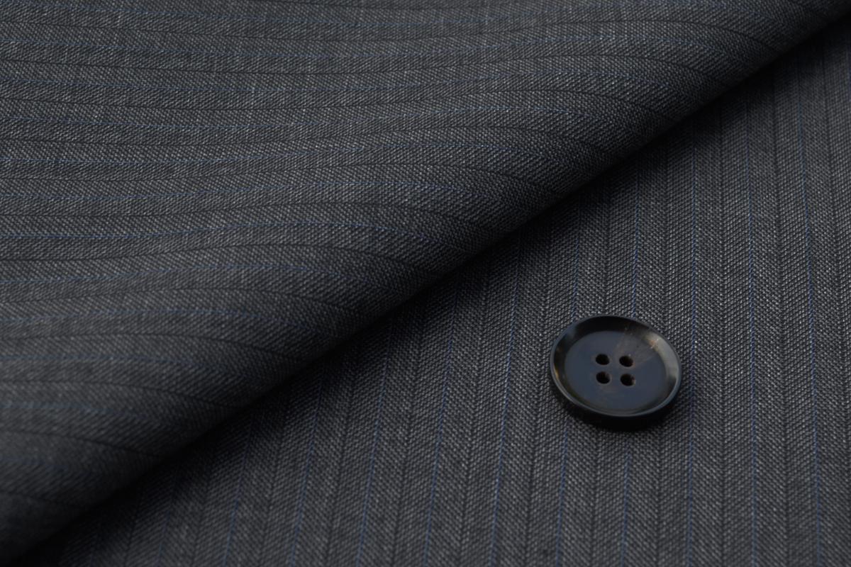 [オーダーレディーススーツ スカートセット]グレーはグレーでも奥行きのある色合い。