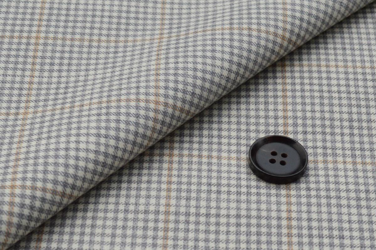 [オーダーレディーススーツ パンツセット]華やかな存在感が際立つベージュスーツ