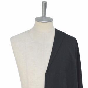 [オーダースーツ]ダークグレーを着こなし、男らしさをアピール!
