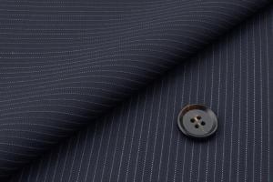 [オーダースーツ]ネイビーにピンストライプ柄をプラスで、上品な一着!