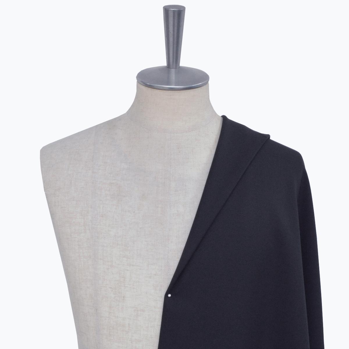 [オーダースーツ]抜群の着心地で、スマートにブラックを着こなす。