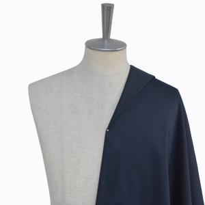 [オーダーシャツ]艶感のあるネイビー素材で、上品さを。