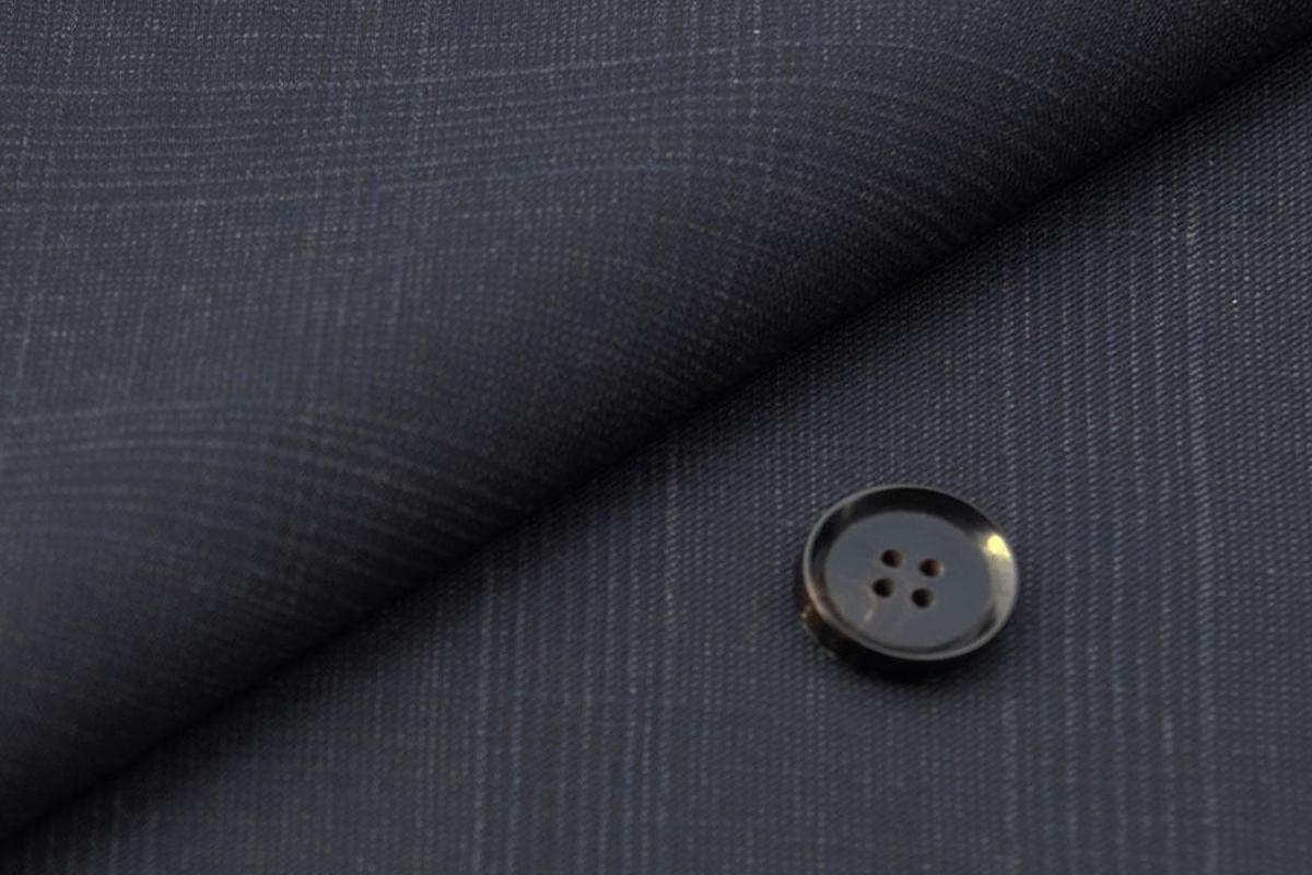 [オーダーベスト]スーツ着用頻度の高い方へ、ネイビーチェックで上品に。