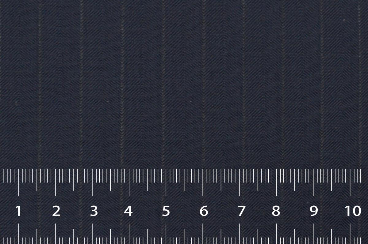 [オーダーレディーススーツ スカートセット]定番ネイビーにピンストライプ柄をプラスし、存在感を。