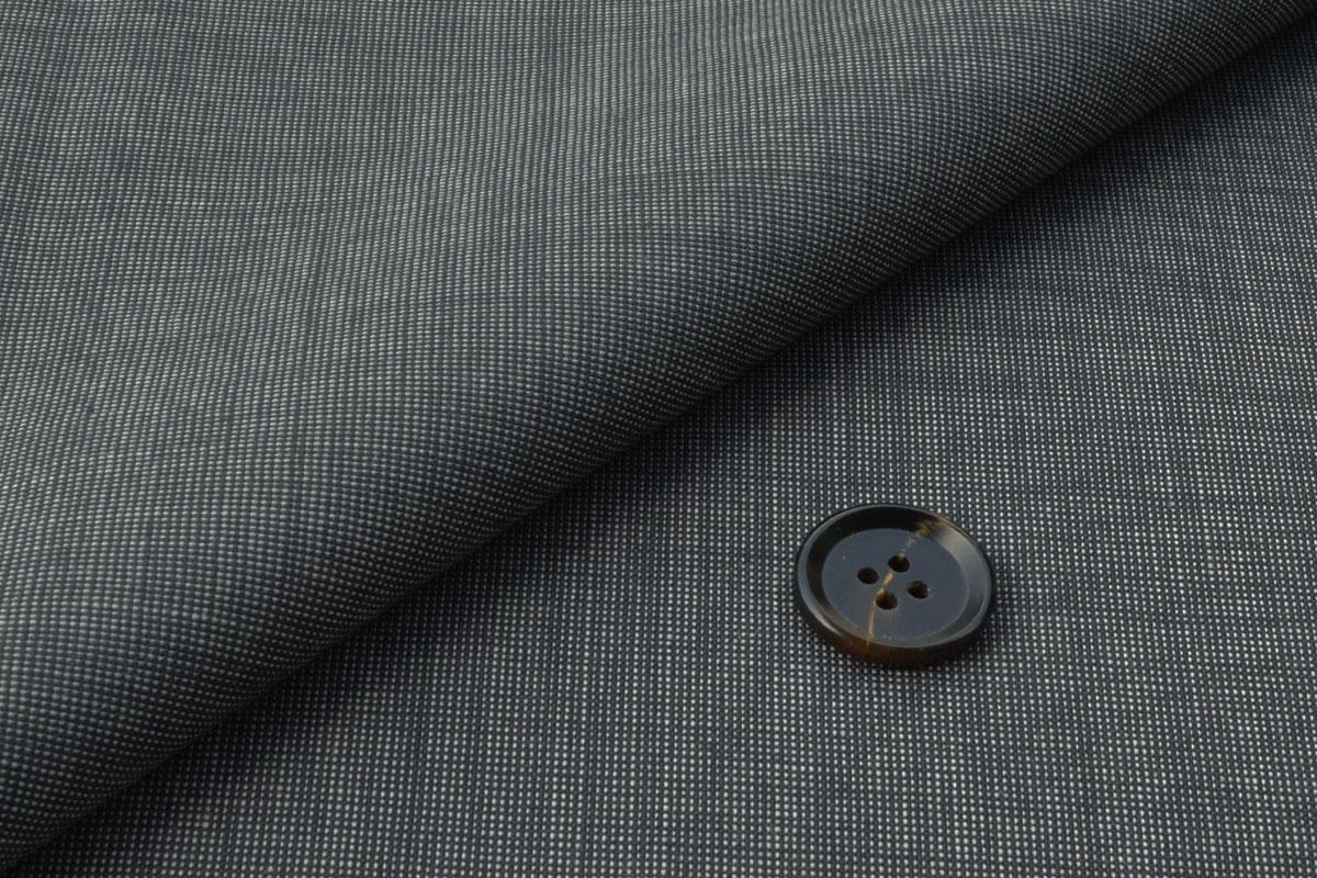 [オーダースーツ]ピンチェック柄でいつもとは少し違う雰囲気を。