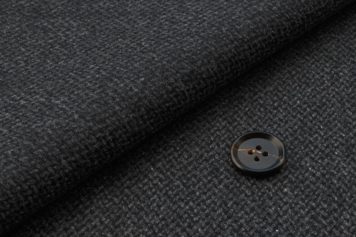 [オーダージャケット]光沢感のあるグレーでエレガントな大人の風格を