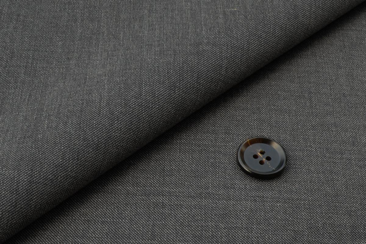 [オーダースーツ]グレー×適度な艶感で上品な印象を。