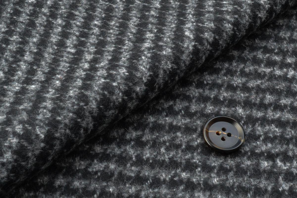 [オーダーコート]黒×チェック柄で、寒い季節も暖かく!