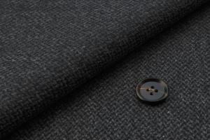 [オーダーコート]光沢感のあるグレーでエレガントな大人の風格を