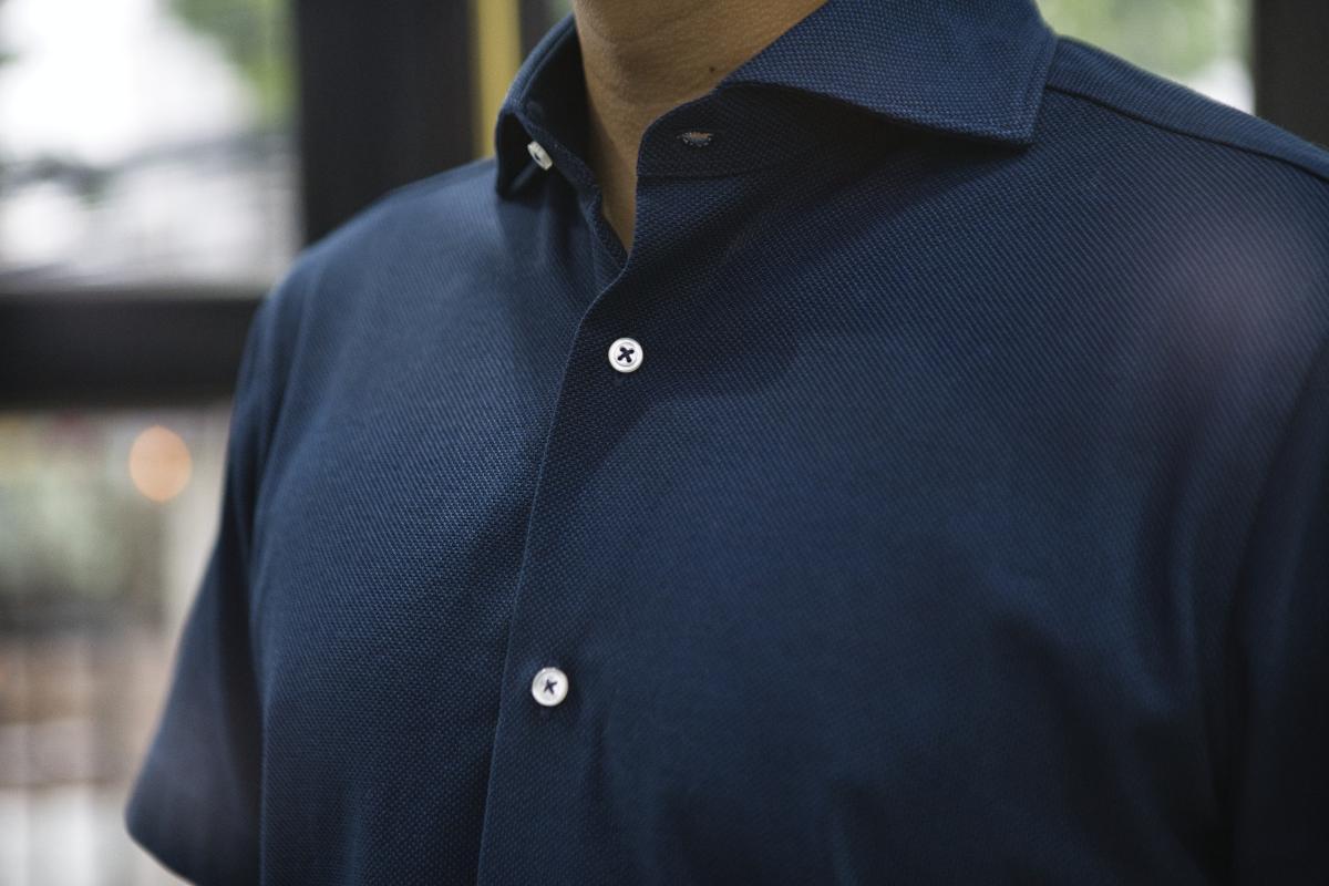 [ビズポロシャツ]深みのあるネイビーが印象的な一枚
