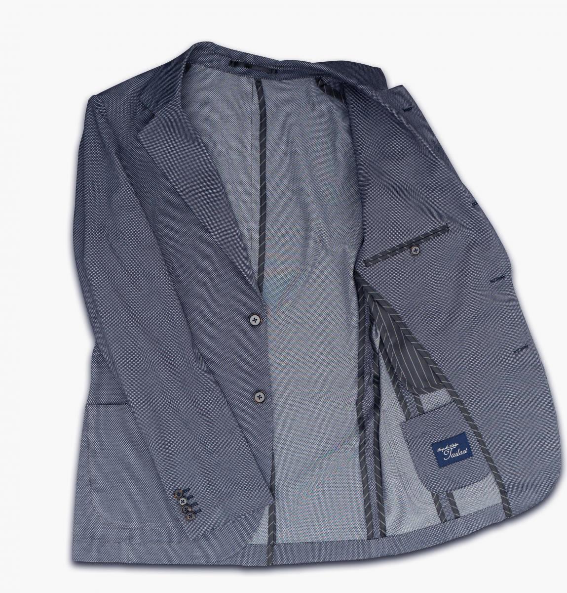 [カジュアルジャケット]ブルーの爽やかさ×ニットの着心地の良さをお届け