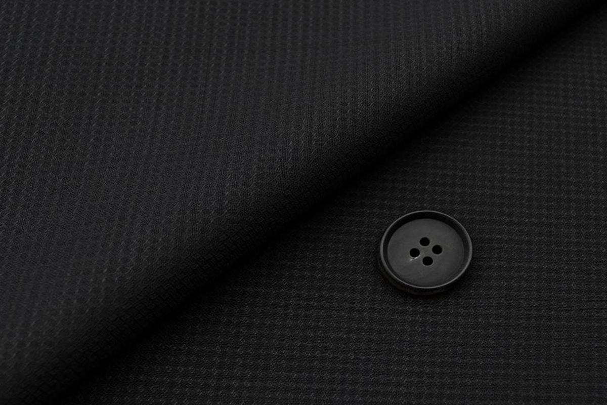 [オーダーベスト]スタイリッシュなブラックでお洒落の幅も広がる