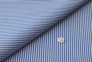 [オーダーシャツ]青色ストライプでアクティブな印象をコーデ